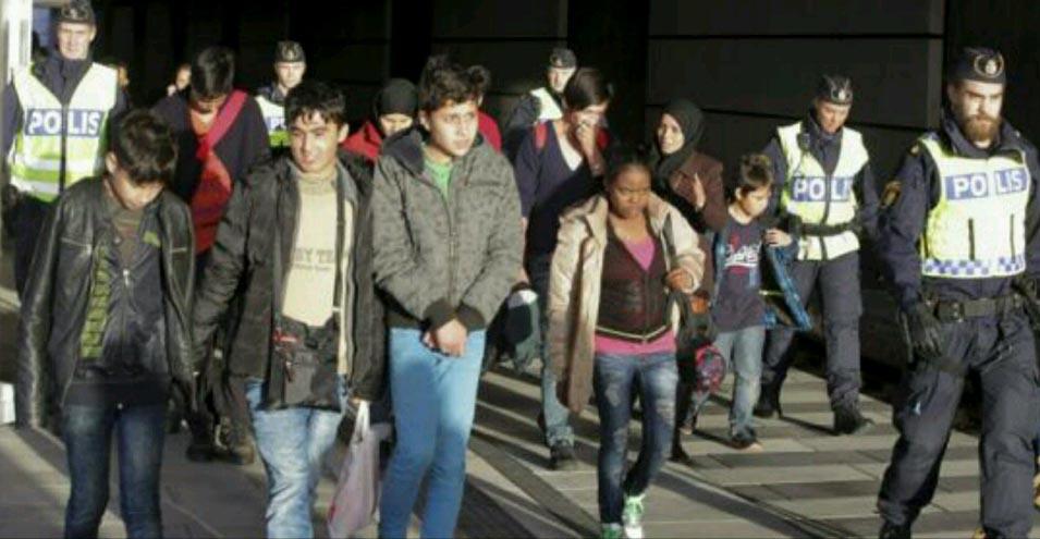 سوئد:پناهجویان مسیحی توسط افراط گرایان مسلمان تهدید به سر بریدن شدند!