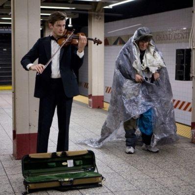 مردی در متروی واشنگتن، ویولن می نواخت!!!