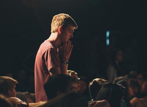بیست درصد افرادی که به خدا اعتقاد ندارند در شرایط بحرانی دعا می کنند